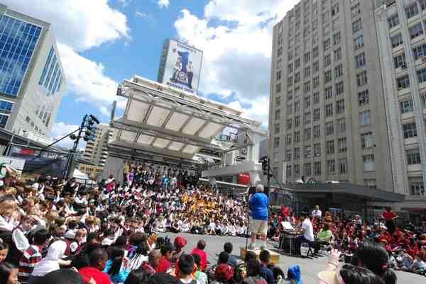 Music Monday Toronto Dundas Square